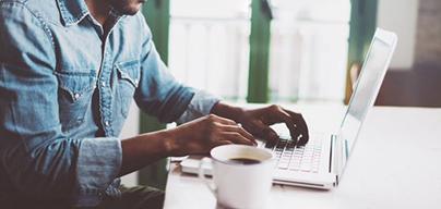 L'offre de Domiciliation commerciale + comprend une adresse commerciale, la gestion de votre courrier, une permanence téléphonique et un accès à nos salons d'affaires