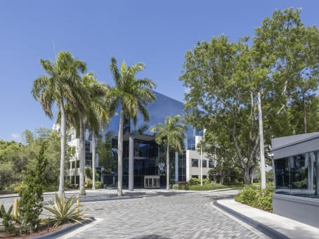 Building at 20801 Biscayne Boulevard, Aventura Corporate Center, Suite 403 in Aventura 1