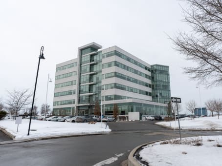 Building at 6500 TransCanada Service Road, 4th Floor in Pointe-Claire 1