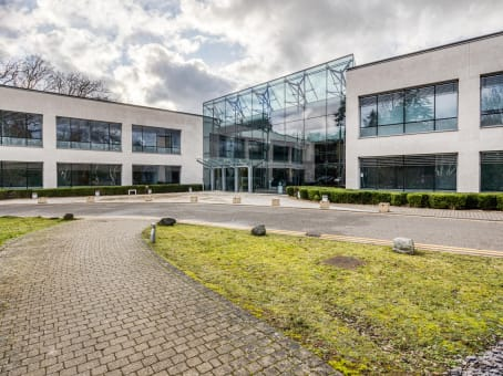 Établissement situé à 3000 Hillswood Drive, Hillswood Business Park à Chertsey 1
