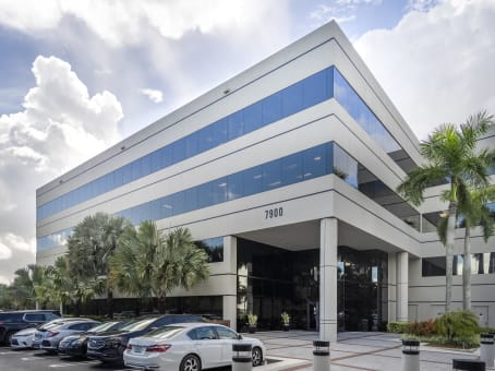 Building at 7900 Oak Lane, Suite 400 in Miami Lakes 1