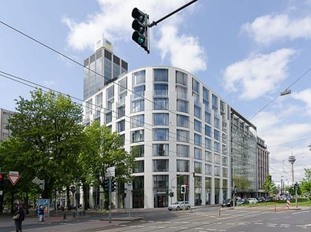 Building at Konigsallee 61, 1st Floor in Dusseldorf 1