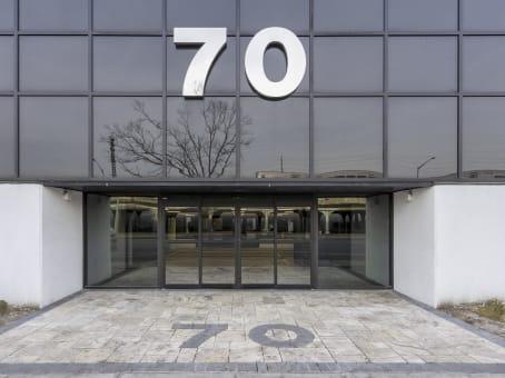 Gebäude in 70 East Sunrise Highway, Suite 500 in Valley Stream 1