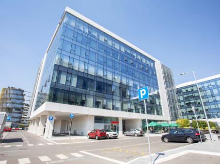 Building at Milutina Milankovica Blvd 9ž in Belgrade 1