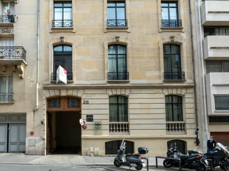 Building at 28 Rue de l'Amiral Hamelin in Paris 1