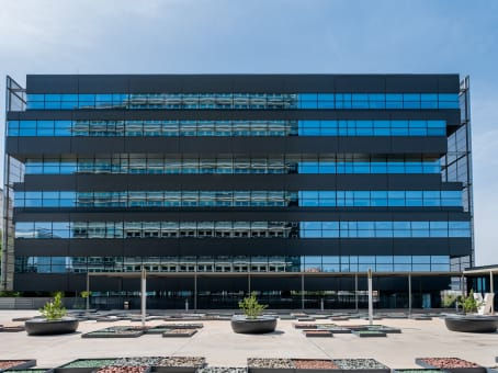 Building at Calle de Martinez Villergas 49, Martinez Villergas Business Park, Block V, Piso 1 in Madrid 1