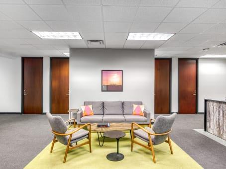 Building at 111 North Orange Avenue, Suite 800 in Orlando 1
