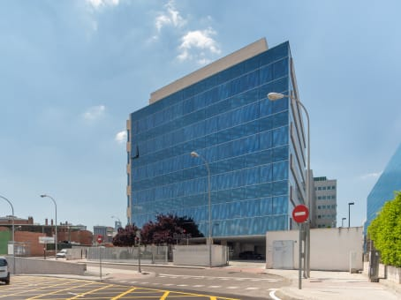 Building at Camino Fuente de la Mora 9 in Madrid 1