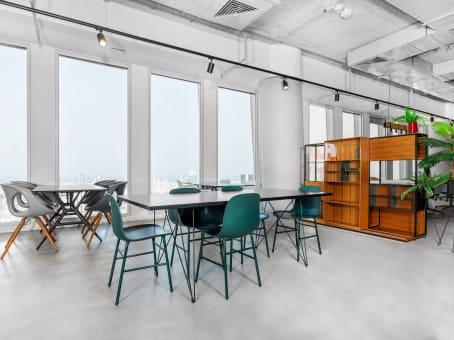 Building at Derech Menachem Begin 121-123, 32nd Floor in Tel Aviv 1