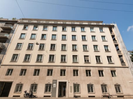 Building at Via Uberto Visconti di Modrone 15 in Milan 1
