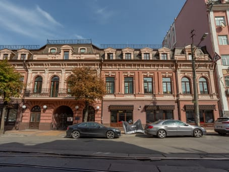 Building at 28 Verhniy Val str., Podil Heritage Centre in Kyiv 1