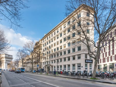 Building at 54/56 avenue Hoche in Paris 1