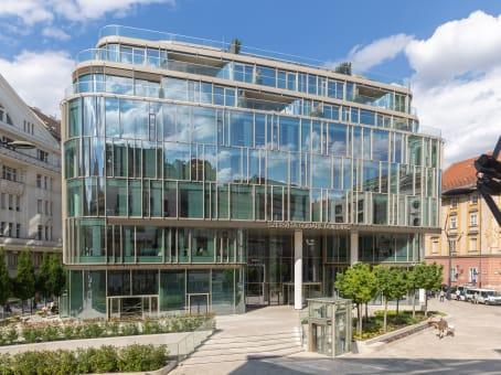 Établissement situé à Szervita square 8 à Budapest 1