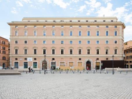 Lokalizacja budynku: ulica Palazzo Marignoli Piano 2, Piazza di San Silvestro 8, Rome 1