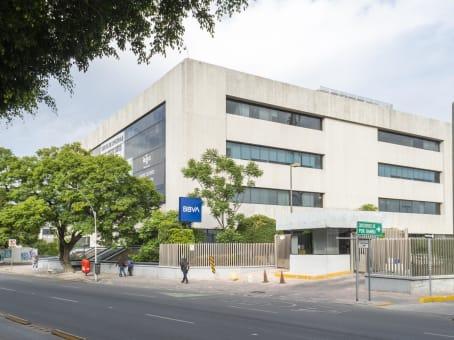Building at Avenida Constituyentes 120, El carrizal in Santiago de Querétaro 1