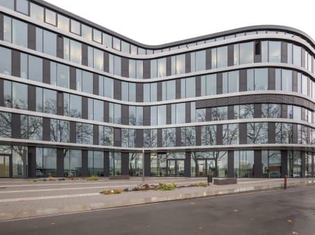 Mødelokalerne i Dusseldorf, Theo 105